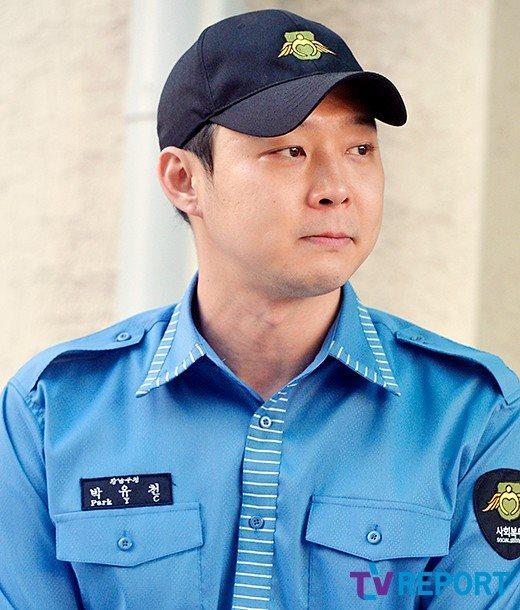 JYJ Park Yoochun kìm nén nước mắt, xăm hình vợ lên tay trong ngày xuất ngũ-3