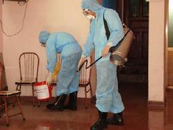 Đi phun thuốc muỗi, nữ cán bộ y tế bị đánh rách miệng