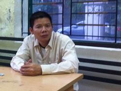 Người đàn ông đánh nhân viên y tế rách môi vì cho rằng phun thuốc không diệt được muỗi