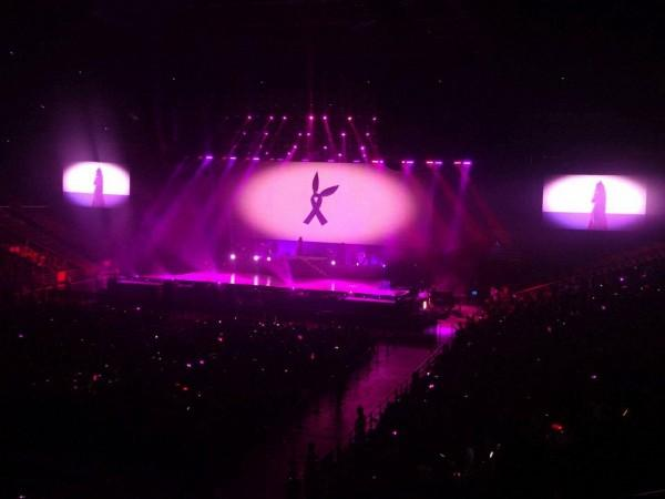 Không tái phát cơn sốt 42 độ ở Việt Nam, Ariana diễn cực sung với 18 ngàn fan Trung Quốc-1