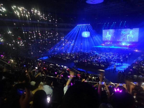 Không tái phát cơn sốt 42 độ ở Việt Nam, Ariana diễn cực sung với 18 ngàn fan Trung Quốc-3