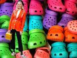 Balenciaga kết hợp Crocs cho ra mắt mẫu dép đi mưa khó tả nhất Paris Fashion Week năm nay-8