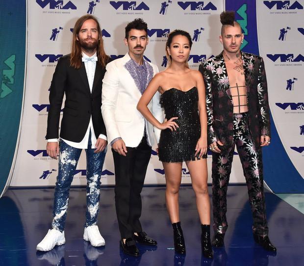 Sao khoe sắc trên thảm đỏ MTV VMAs 2017-8