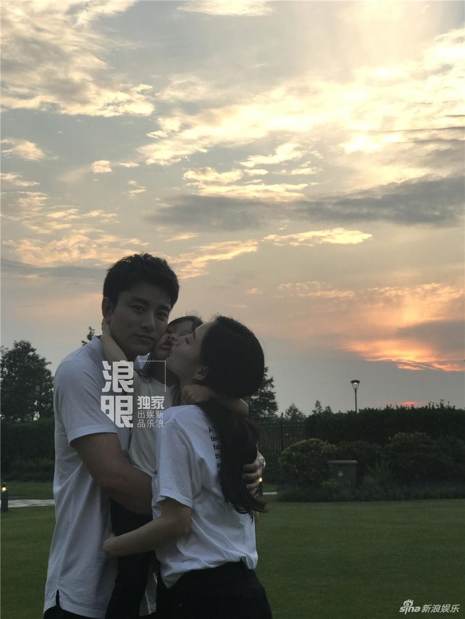 Showbiz Hoa ngữ sẽ biết ơn Giả Nãi Lượng - Lý Tiểu Lộ nhờ cuộc hôn nhân vạn người ngưỡng mộ-1