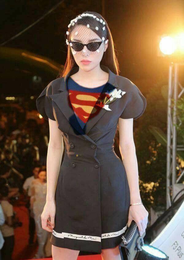 Kỳ Duyên bị ví như siêu nhân giải cứu thế giới khi đeo mạng che mặt, đeo kính râm giữa đêm tối-3