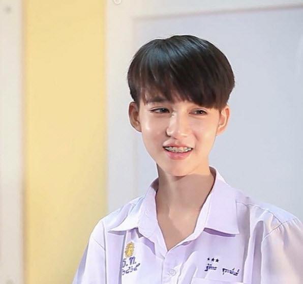 Lộ ảnh xinh trai hiếm có thời chưa thẩm mỹ của Hoa hậu chuyển giới Thái Lan-5