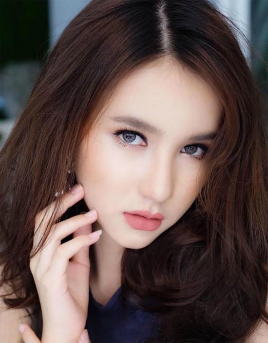 Lộ ảnh xinh trai hiếm có thời chưa thẩm mỹ của Hoa hậu chuyển giới Thái Lan-12