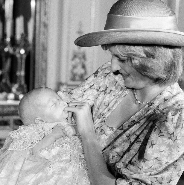 Những cột mốc hôn nhân đáng nhớ của Công nương Diana qua ống kính nhiếp ảnh Hoàng gia-6