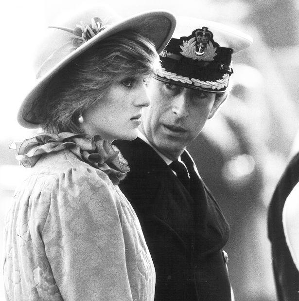 Những cột mốc hôn nhân đáng nhớ của Công nương Diana qua ống kính nhiếp ảnh Hoàng gia-7