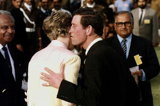 Những cột mốc hôn nhân đáng nhớ của Công nương Diana qua ống kính nhiếp ảnh Hoàng gia-14