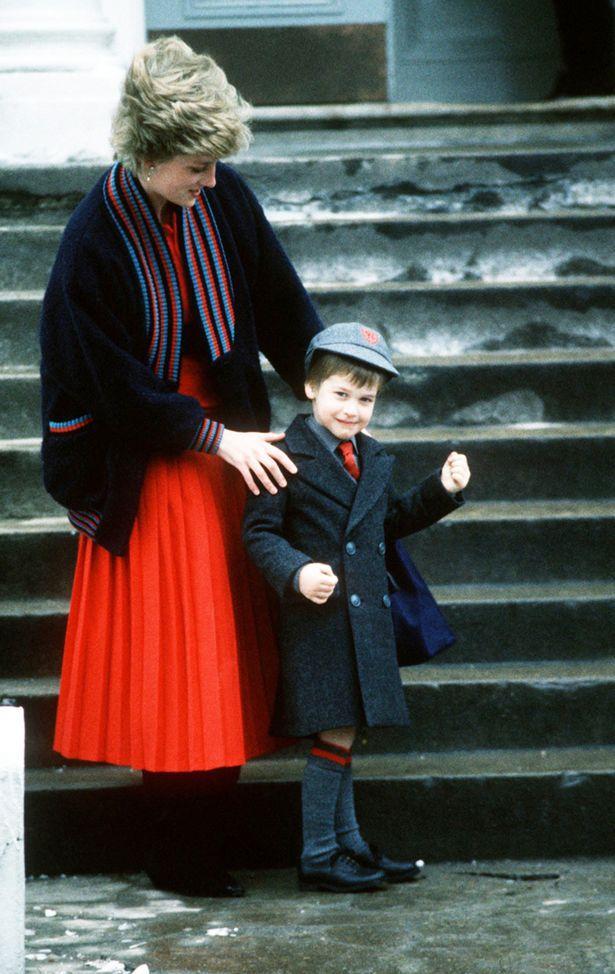 Những cột mốc hôn nhân đáng nhớ của Công nương Diana qua ống kính nhiếp ảnh Hoàng gia-10