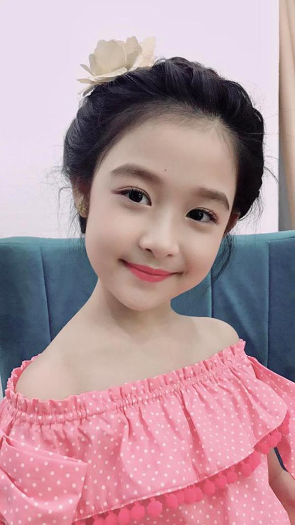 Vẻ đẹp thiên thần của bé gái mới nổi được cho là xinh hơn Hoa khôi nhí Cần Thơ-6