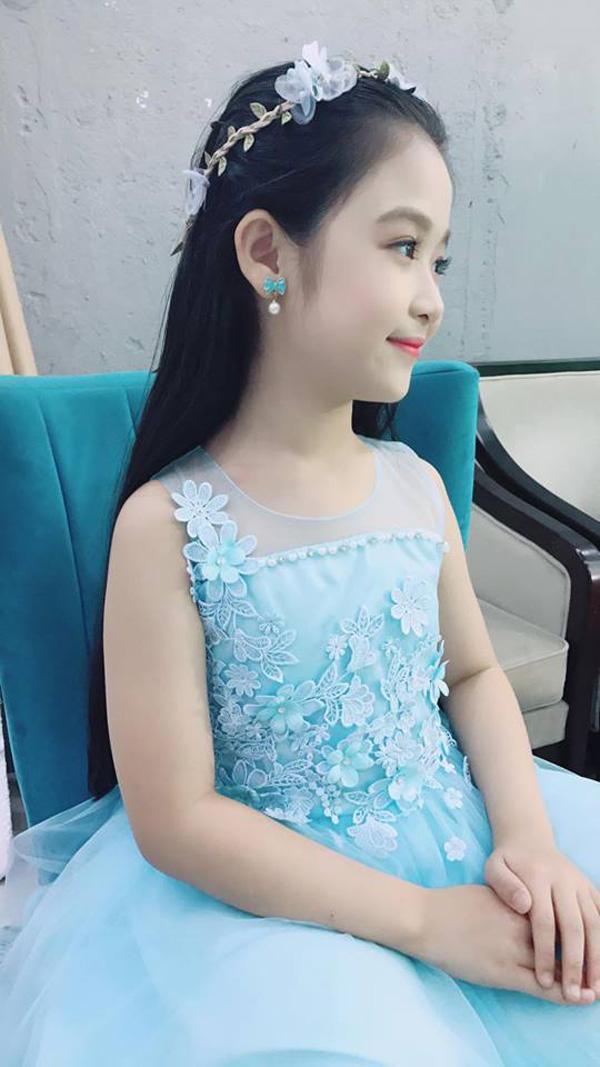 Vẻ đẹp thiên thần của bé gái mới nổi được cho là xinh hơn Hoa khôi nhí Cần Thơ-7