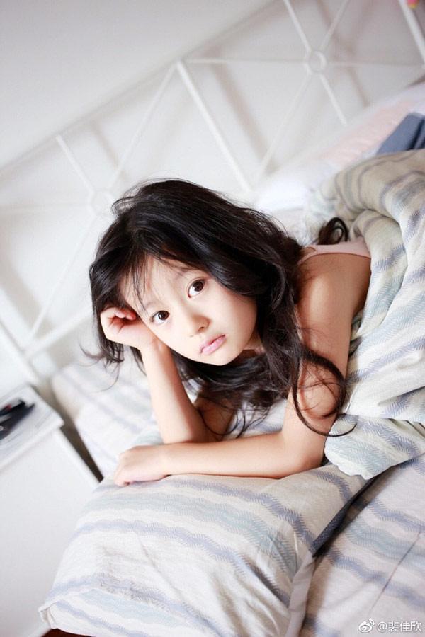 Vẻ đẹp thiên thần của bé gái mới nổi được cho là xinh hơn Hoa khôi nhí Cần Thơ-4