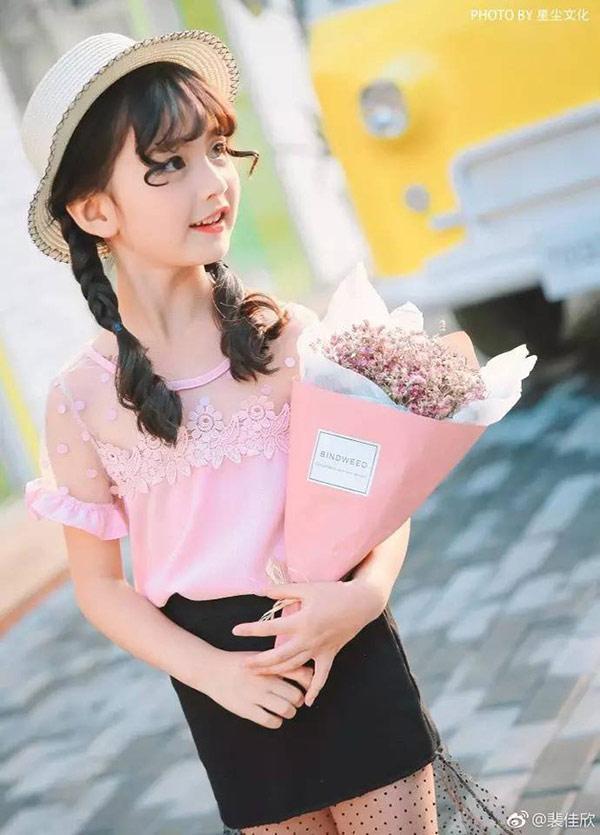 Vẻ đẹp thiên thần của bé gái mới nổi được cho là xinh hơn Hoa khôi nhí Cần Thơ-5