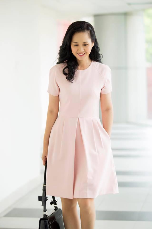 Tuổi 56, bà mẹ chồng giỏi ăn hiếp con dâu nhất Việt Nam vẫn mặc gì cũng được khen đẹp-6