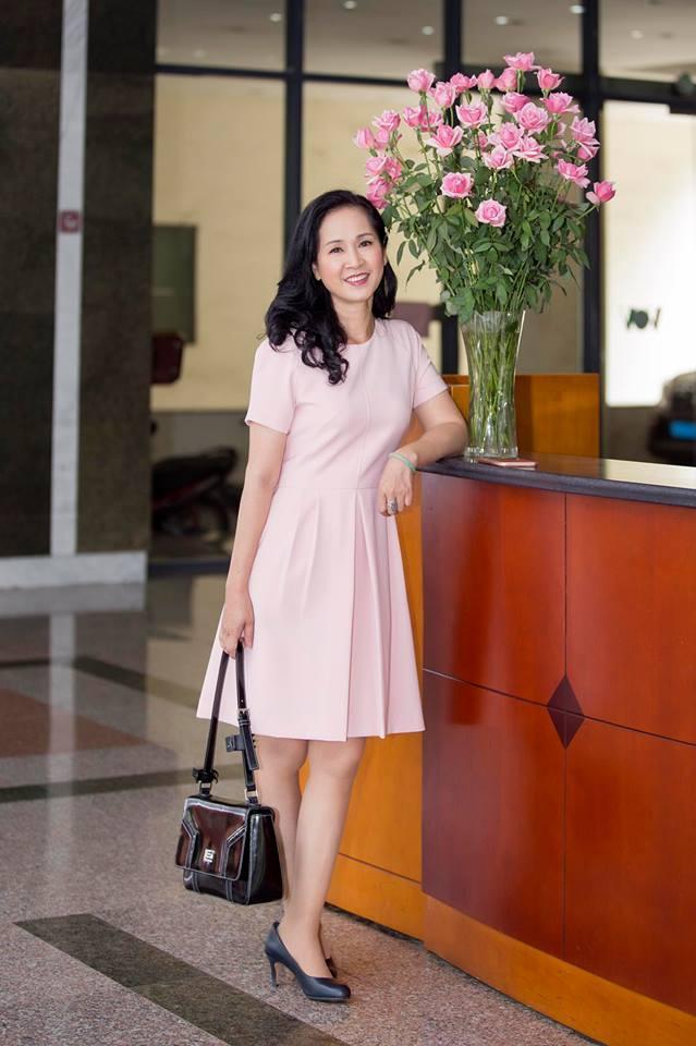 Tuổi 56, bà mẹ chồng giỏi ăn hiếp con dâu nhất Việt Nam vẫn mặc gì cũng được khen đẹp-7
