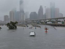 Clip: Siêu bão thập kỷ Harvey nhấn chìm thành phố Houston, Mỹ