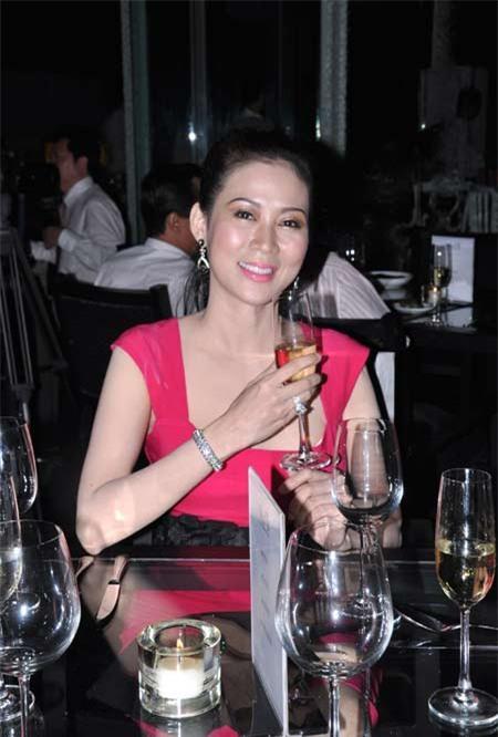 Sau 20 năm vướng vào tên tội phạm truy nã, Diễm Hương đang hạnh phúc với cuộc hôn nhân không cưới-3