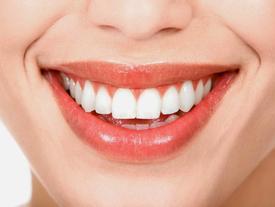Bảo toàn hàm răng trắng sáng chỉ với vài thói quen nhỏ hàng ngày tại văn phòng