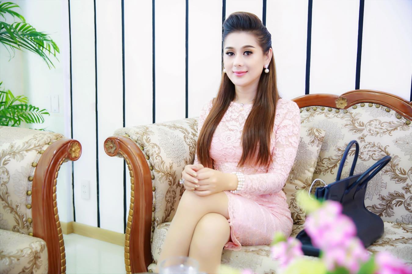 Lâm Khánh Chi tiết lộ về cuộc tình ngang trái với nữ nghệ sĩ cải lương nổi tiếng Việt Nam-3