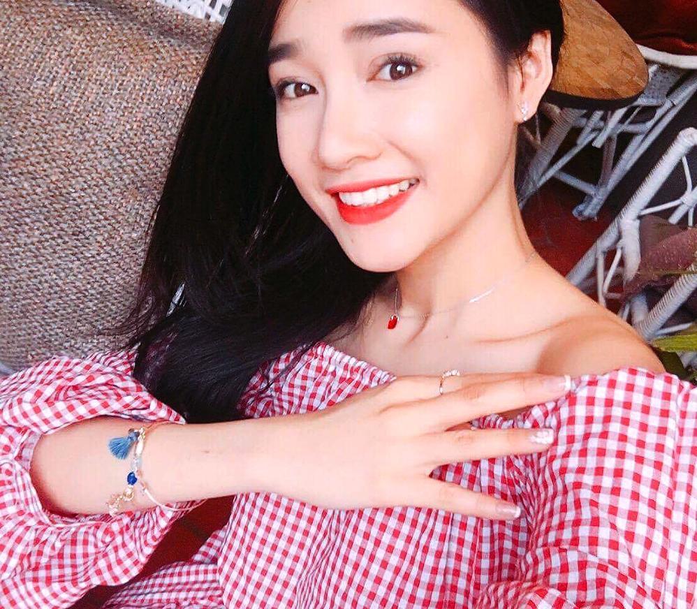 Tin sao Việt 31/8: Sau nghi vấn gương vỡ lại lành, Linh Chi khẳng định hiện tại chỉ có công việc-11