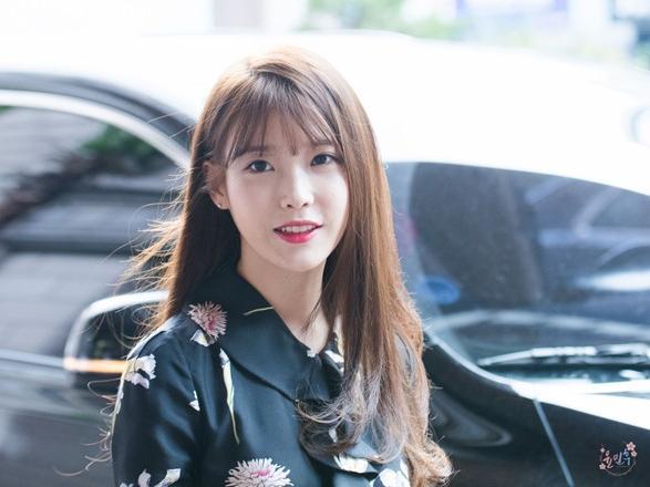 """""""Người tình ánh trăng"""" IU tham gia trận chiến tháng 9 của Kpop"""
