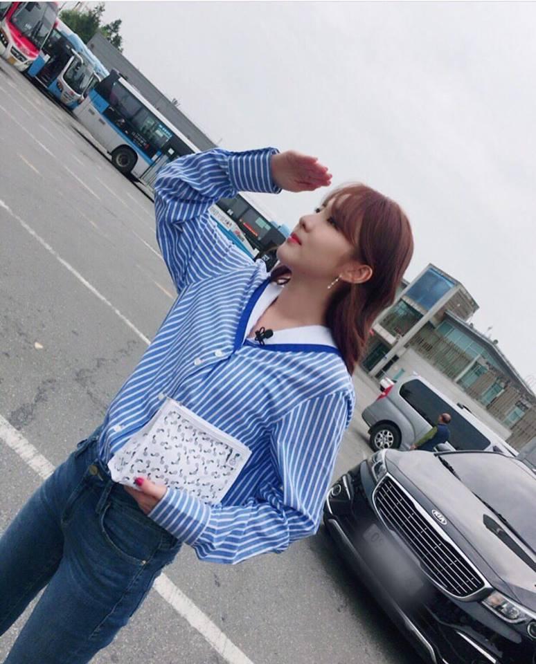 Street style tuần qua của tiên nữ cử tạ Kim Bok Joo nữ tính nhất dàn mỹ nhân Hàn-1