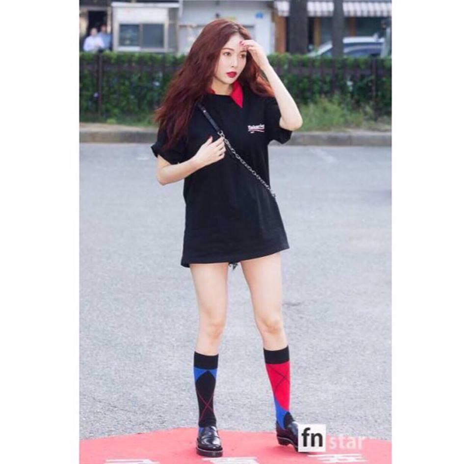 Street style tuần qua của tiên nữ cử tạ Kim Bok Joo nữ tính nhất dàn mỹ nhân Hàn-2