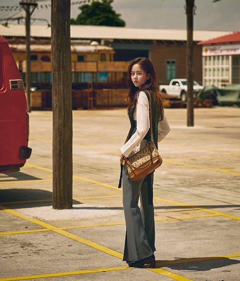 Street style tuần qua của tiên nữ cử tạ Kim Bok Joo nữ tính nhất dàn mỹ nhân Hàn-6