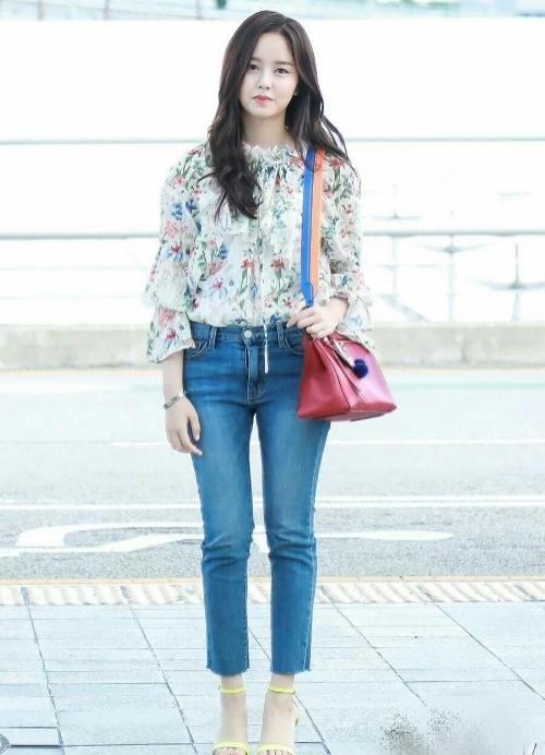 Street style tuần qua của tiên nữ cử tạ Kim Bok Joo nữ tính nhất dàn mỹ nhân Hàn-7
