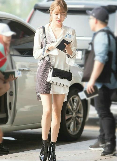 Street style tuần qua của tiên nữ cử tạ Kim Bok Joo nữ tính nhất dàn mỹ nhân Hàn-8