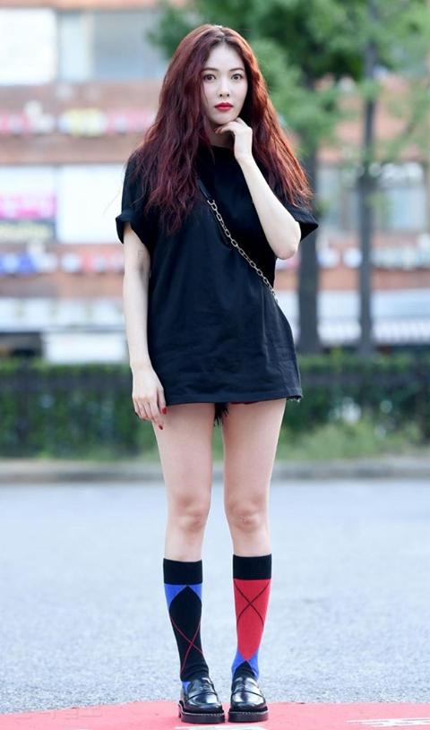 Sao Hàn 1/9: Biểu tượng sexy HyunA khiến cư dân mạng đỏ mặt vì chiếc quần phản chủ-1