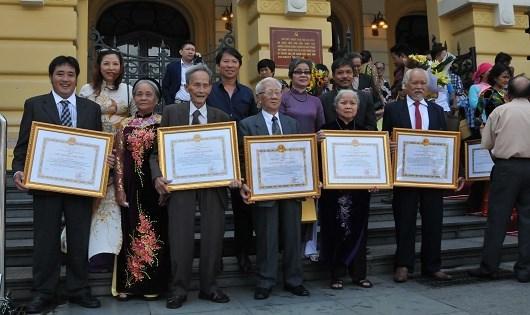 Nghệ sĩ nhiếp ảnh Nguyễn Hữu Cấy: Ký ức 9 ngày đêm chụp ảnh tang lễ Bác Hồ-1