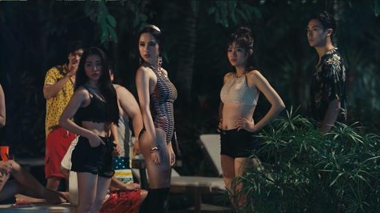 Vừa hôn Rocker Nguyễn, Angela Phương Trinh lại lên giường với Hữu Vi trong tập 2 Glee-1