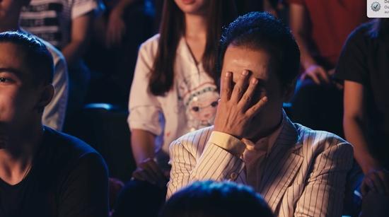 Vừa hôn Rocker Nguyễn, Angela Phương Trinh lại lên giường với Hữu Vi trong tập 2 Glee-6