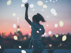 Hãy cứ yêu đi, kể cả khi chúng ta chỉ cùng đi một đoạn ngắn trong đời của nhau