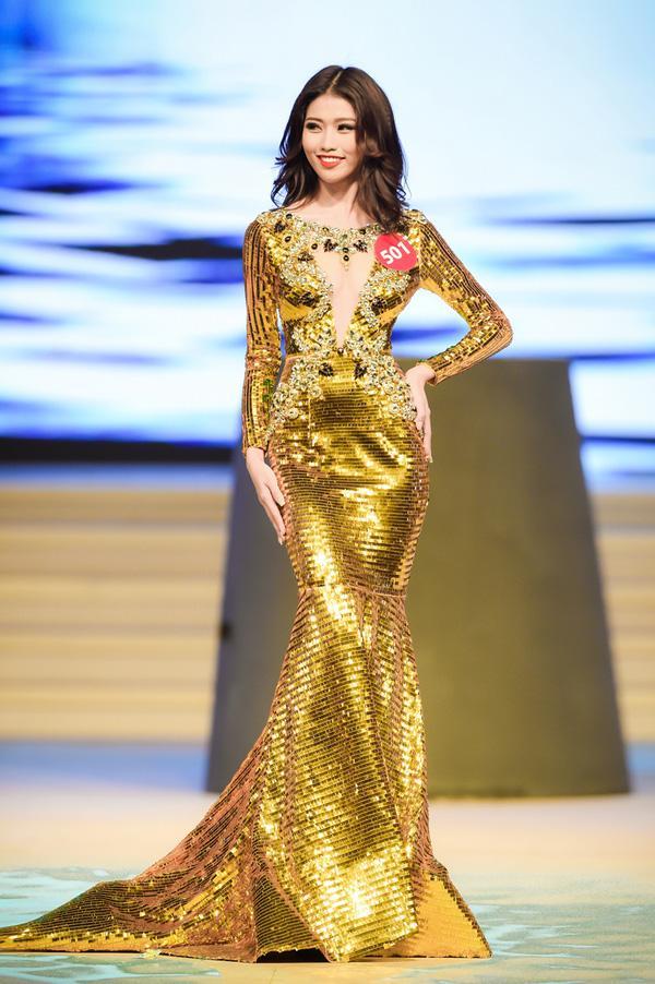 Hoa hậu Hoàn vũ Việt Nam 2017 bị bao vây bởi dàn ngôi sao Vietnams Next Top Model-3