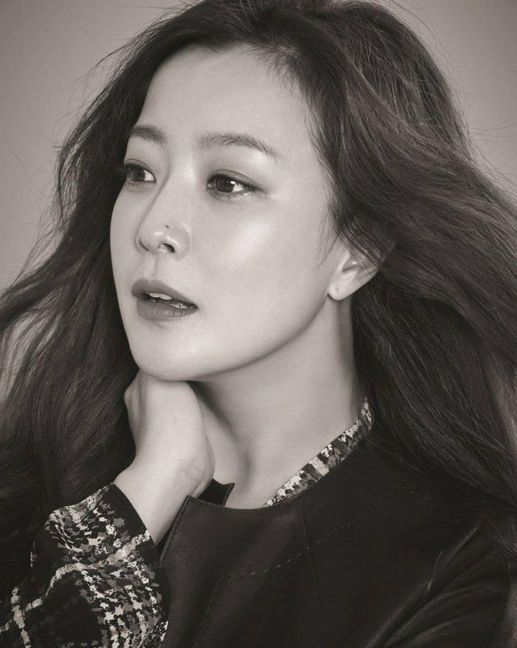 Sao Hàn 2/9: Kim Hee Sun từng muốn giải nghệ, di cư vì rating phim quá thảm-1