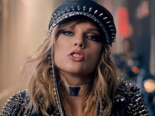 """13 năm hiền thục không ăn thua, phải """"hóa rắn"""" Taylor mới có No.1 đầu tiên trong sự nghiệp tại Anh"""