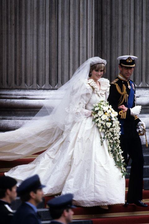 Những chiếc váy đi vào lịch sử của công nương Diana-1
