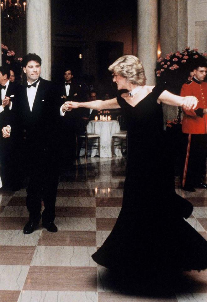 Những chiếc váy đi vào lịch sử của công nương Diana-2