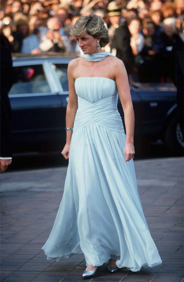 Những chiếc váy đi vào lịch sử của công nương Diana-5