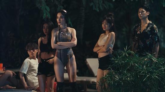 Nữ chính phim Glee phiên bản Việt bị khán giả chỉ trích dữ dội vì cảnh quay lộ hàng-4