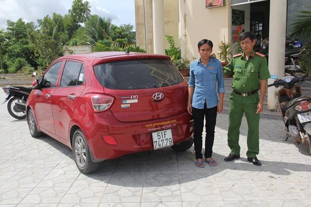 Lễ tân khách sạn ngủ gật bị trộm đột nhập lấy ô tô-1