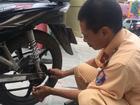 Hành động hiếm thấy của người cảnh sát giao thông khiến ai nấy cũng ấm lòng