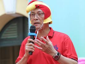 Hiệu trưởng trường Việt Đức hóa gà trống, vui vẻ nhảy múa bên học sinh