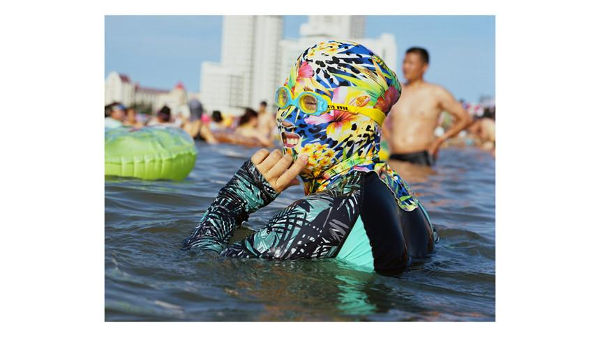Áo tắm che kín mặt: Đặc sản ở bãi biển Trung Quốc-1