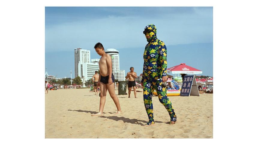 Áo tắm che kín mặt: Đặc sản ở bãi biển Trung Quốc-2