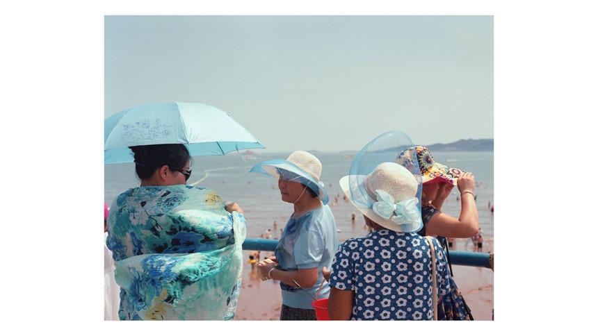 Áo tắm che kín mặt: Đặc sản ở bãi biển Trung Quốc-8